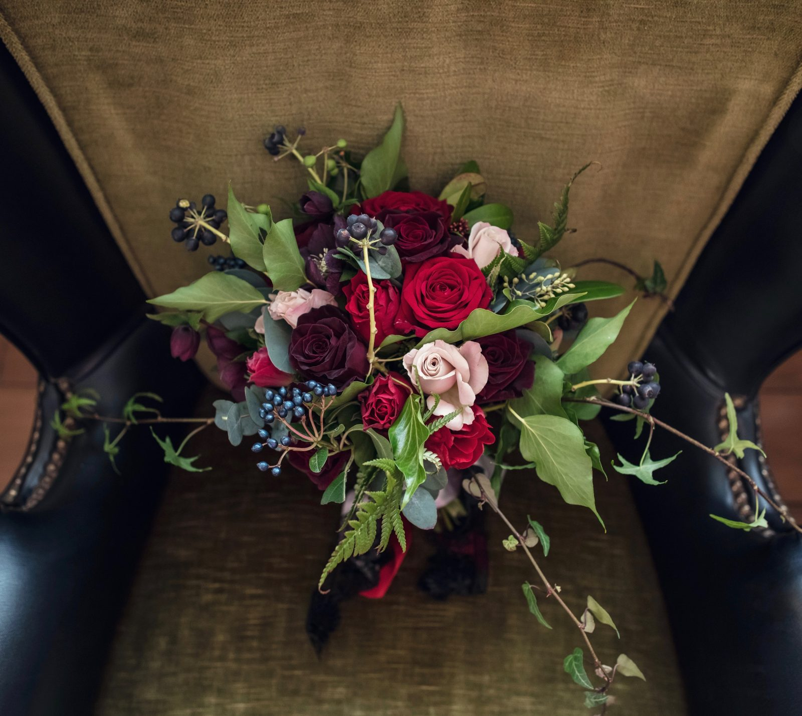 A dramatic winter bride's bouquet